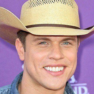 Dustin Lynch picture