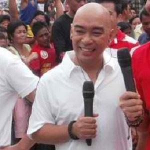 Wally Bayola picture